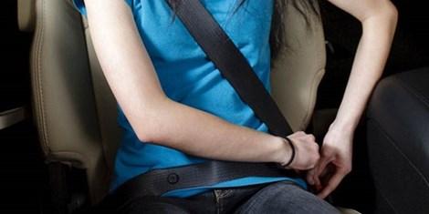 Kinh nghiệm lái xe ô tô an toàn: Thắc dây an toàn