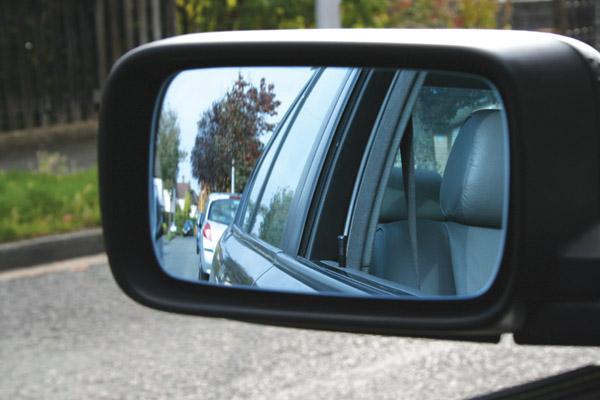 Kỹ năng quan sát qua gương chiếu hậu